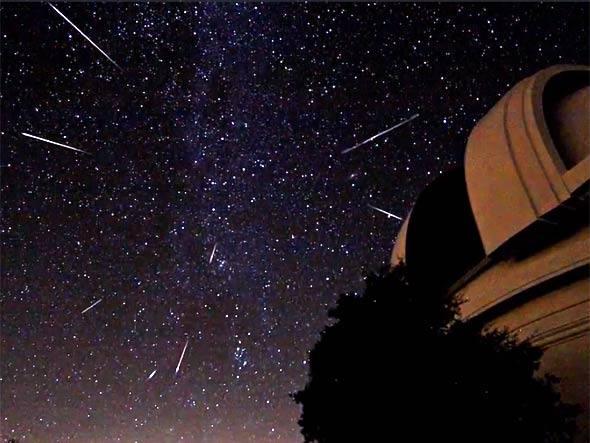 size_590_Chuva-de-Meteoros