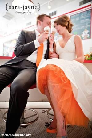 vestido-de-noiva-branco-com-forro-colorido