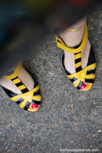 prada-yellow-and-black-stripe-strappy-shoes-chloe-chill-street-style-jpg